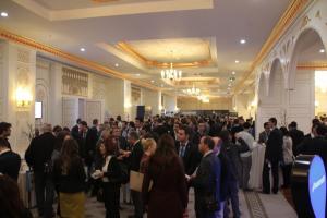 Konferans aralarında katılımcılar birbirleriyle fikir alışverişinde bulundular.